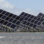 El Gobierno garantiza más dinero a los inversores que renuncien a los arbitrajes en renovables